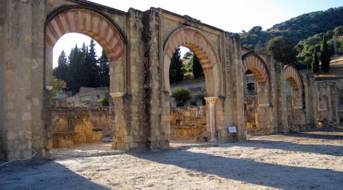 Pórtico del alcázar de Medina Azahara
